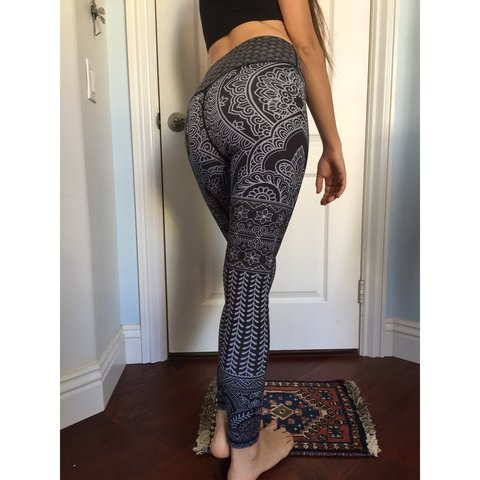 4a9c2ee715879 Spandex henna yoga leggings in black & white, they are super - Depop