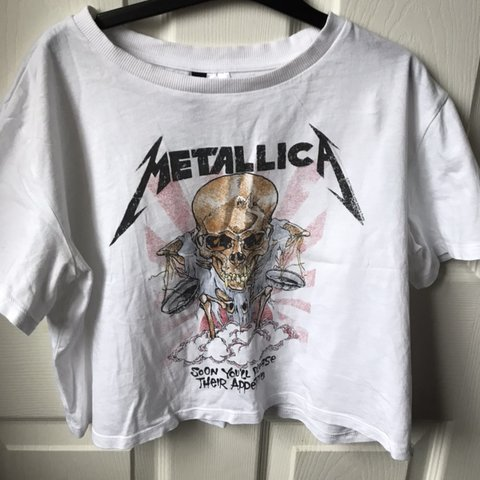 0941f442 Metallica cropped graphic tee😛 10/10 condition! size Xs - Depop