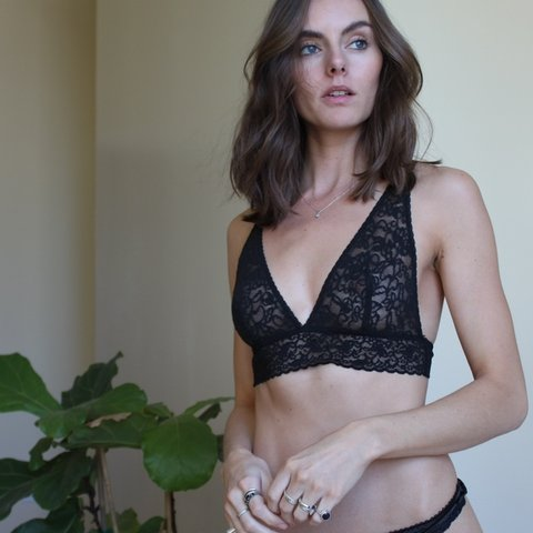 dce6f16a04 VINTAGE VICTORIA S SECRET BLACK LACE BRALETTE with thick and - Depop