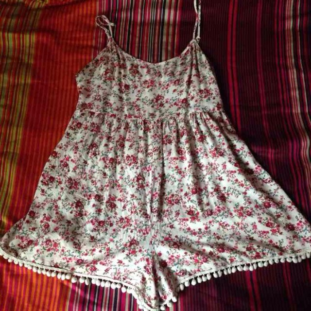 5c0941250cec Forever 21 floral romper! This romper is SO cute! It looks a - Depop