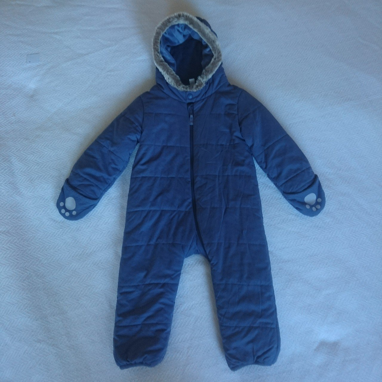 4b3bf6815e0f The Little White Company Boys 12-18 Months Snowsuit All in a - Depop