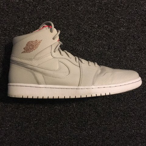separation shoes 57334 5c69f  imadrid2629. 8 months ago. San Francisco, United States. Air Jordan 1  Retro High Nouveau