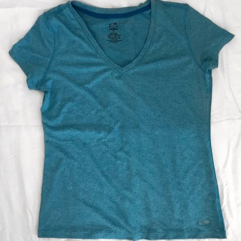 6dd4fb642571 @lilyjuris. 6 months ago. New York, United States. Champion workout tee ~ great  condition
