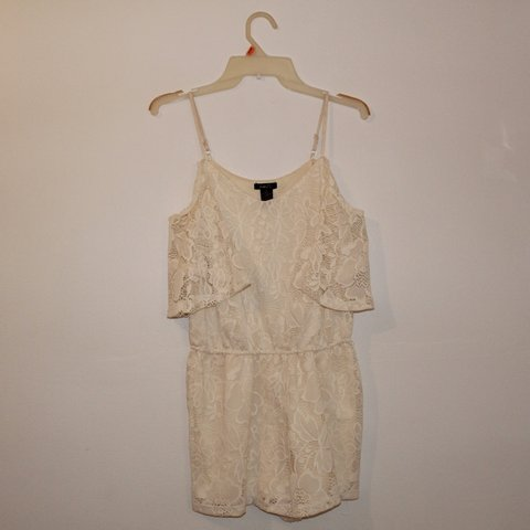 d4601b208252 Rue 21 Off White Lace Romper worn once or twice !! super   - Depop