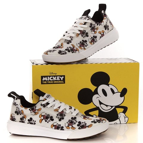 e6ac8a8db1b Disney x vans Ultrarange Rapidweld Mickey Mouse size sizes - Depop