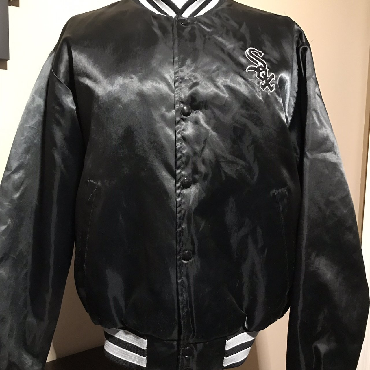 b6a744c9a314 Vintage swingster Chicago White Sox satin jacket Preowned - Depop