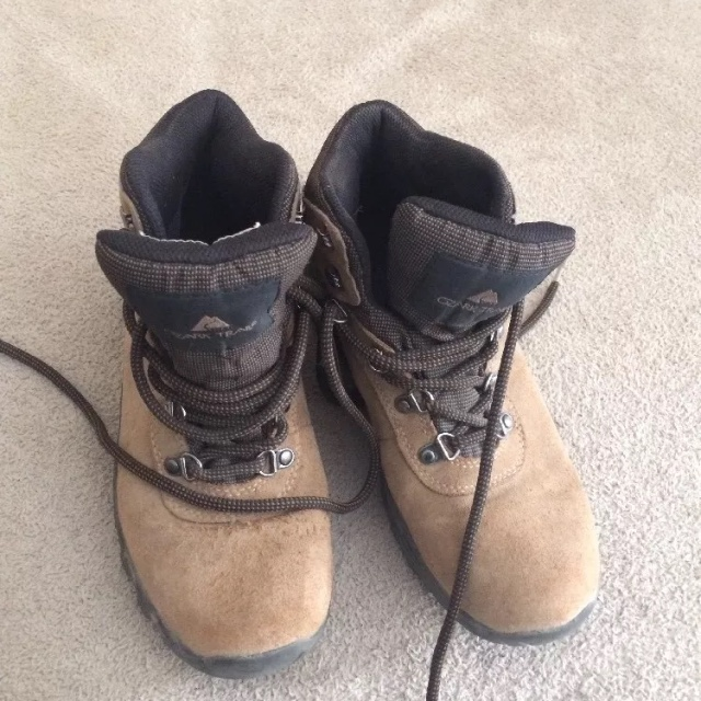 caaec69b6b9 Women Ozark Trail Greta TAN BROWN Winter Leather... - Depop