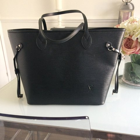 8533595ca6e  becki279. 2 years ago. Essex, UK. Louis Vuitton neverfull bag brand new  never used ...