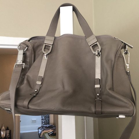 a6ee1ed773f8 @evelma1. 8 days ago. Toledo, United States. This is a a older style  Michael Kors Crossbody Bag in really ...