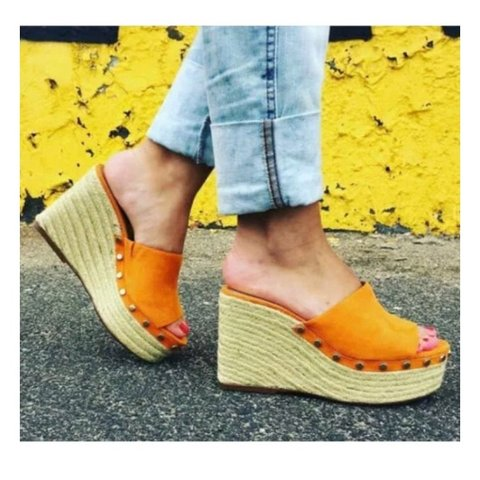 91586d780146  kiahwyattx. 10 months ago. United Kingdom. Zara orange gold studded wedges  🧡