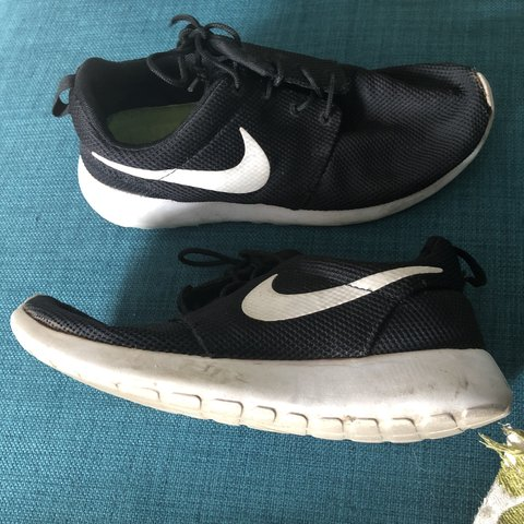 00088d3dbc18a Size 6 - Nike roshe run Have been worn Not available and - Depop
