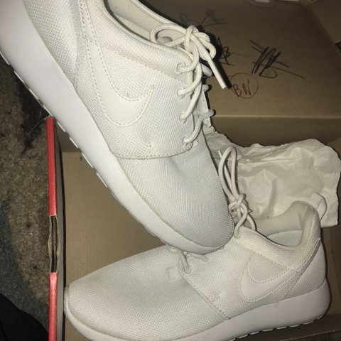 big sale 73aa5 c7468  rayrayx3. 4 months ago. New York, United States. All white nike roshe run  size 5.5 youth ...