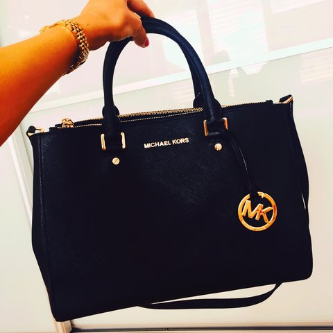 8b075530ab0d @xhan91x. 4 years ago. Felixstowe, United Kingdom. Selling my beaut Michael  Kors Saffiano tote ...
