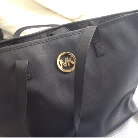 5750c6a0da7db9 @ar88. 2 years ago. Wembley, United Kingdom. Genuine michael kors tote jet  bag in black. In perfect condition. Only used couple ...