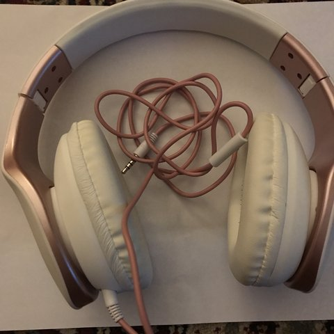 4a6b9a2d937 Biconic. Headphones🎧 Foldable Paid £15 Selling at £10 Uk - Depop
