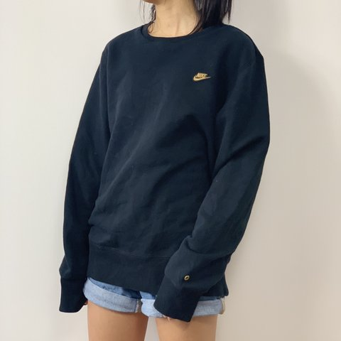 ae8da964 🏡 Retro Nike Gold Tick Sweater This Vintage Nike Sweater - Depop