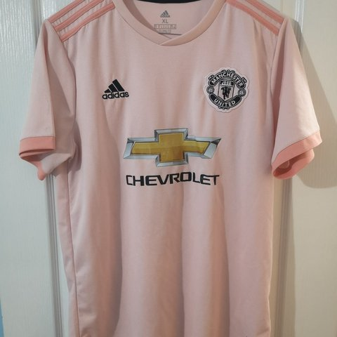 1e9bfbb20 Manchester united away pink shirt used good condition size - Depop
