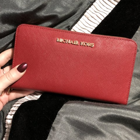 e5eb1df7fea2 @helss8. 7 months ago. Calne, United Kingdom. Genuine Michael Kors purse - excellent  condition ...