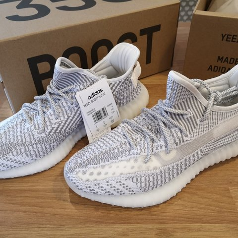 yeezy boost 350 foot locker