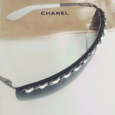 b2b4ee522d Iconic Chanel Sunglasses 4160Q in gradient Black with white - Depop