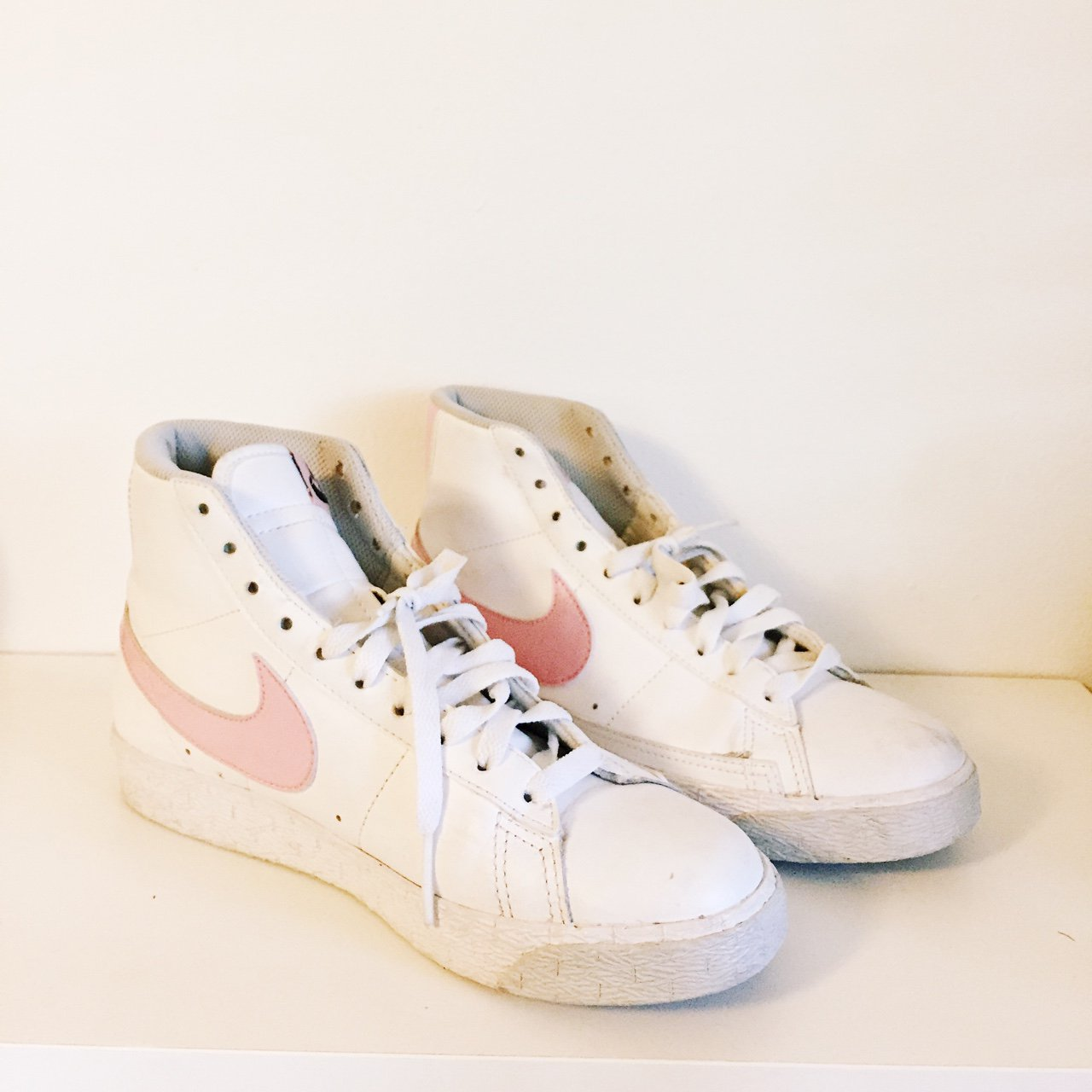 the best attitude 43886 bf7a6  emmykhart. 2 years ago. Orlando, United States. NIKE blazers! Pink and  white.