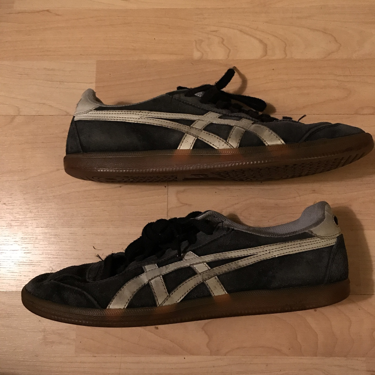 Onitsuka tiger stripes shoes. In good