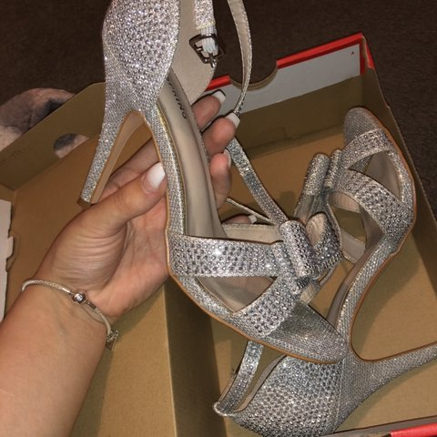 7a8413c2a5e Selling these gorgeous silver sparkly heels