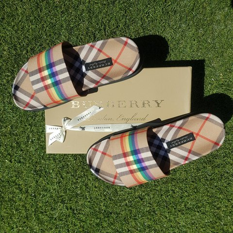 52a6651e4f30 PRICE DROP  Burberry Vintage Rainbow Check new