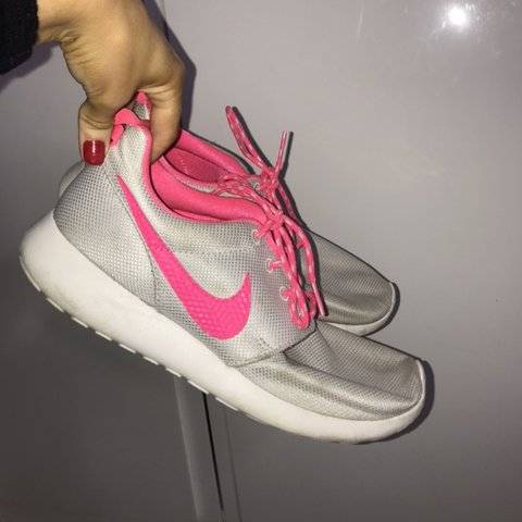 2f50c5b2ab06c Nike roshe run Gray and bright pink Size 5.5 Worn a few to - Depop