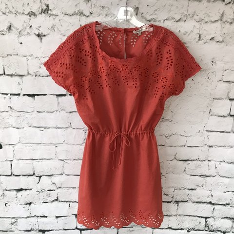 c8a671b288a Madewell Eyelet Wildfield Dress in Rusted Red Size 2 Style - Depop