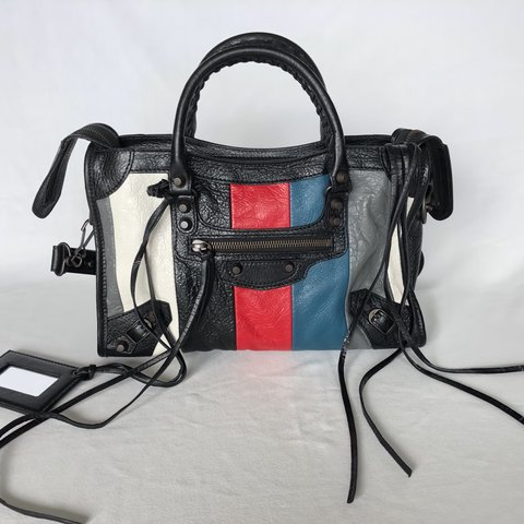 dac2b29402a4b  jerrycc. 4 months ago. 美國. NWT Balenciaga Small Classic City Colour Strip !!!