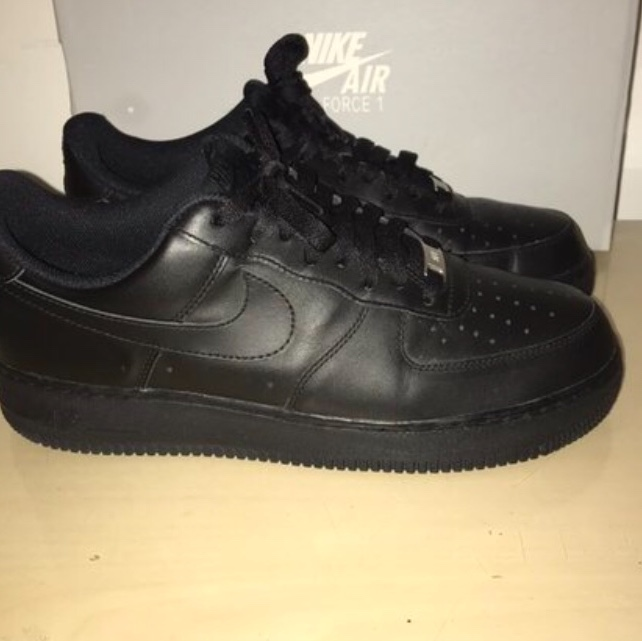 Mens Nike Air Force Ones size 9