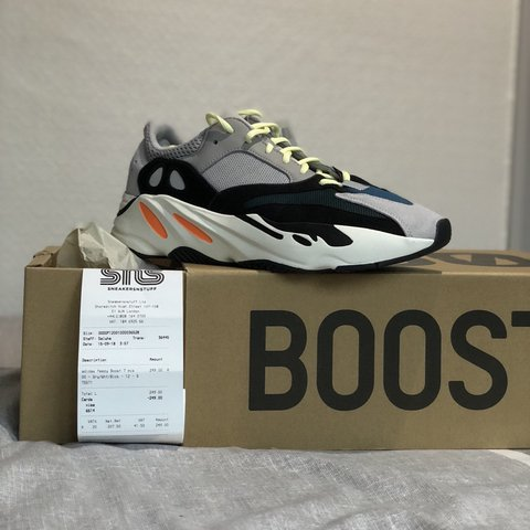 9838ab59ecd95 Yeezy Boost 700 UK 11.5 £355 all in or instant swap for be - Depop