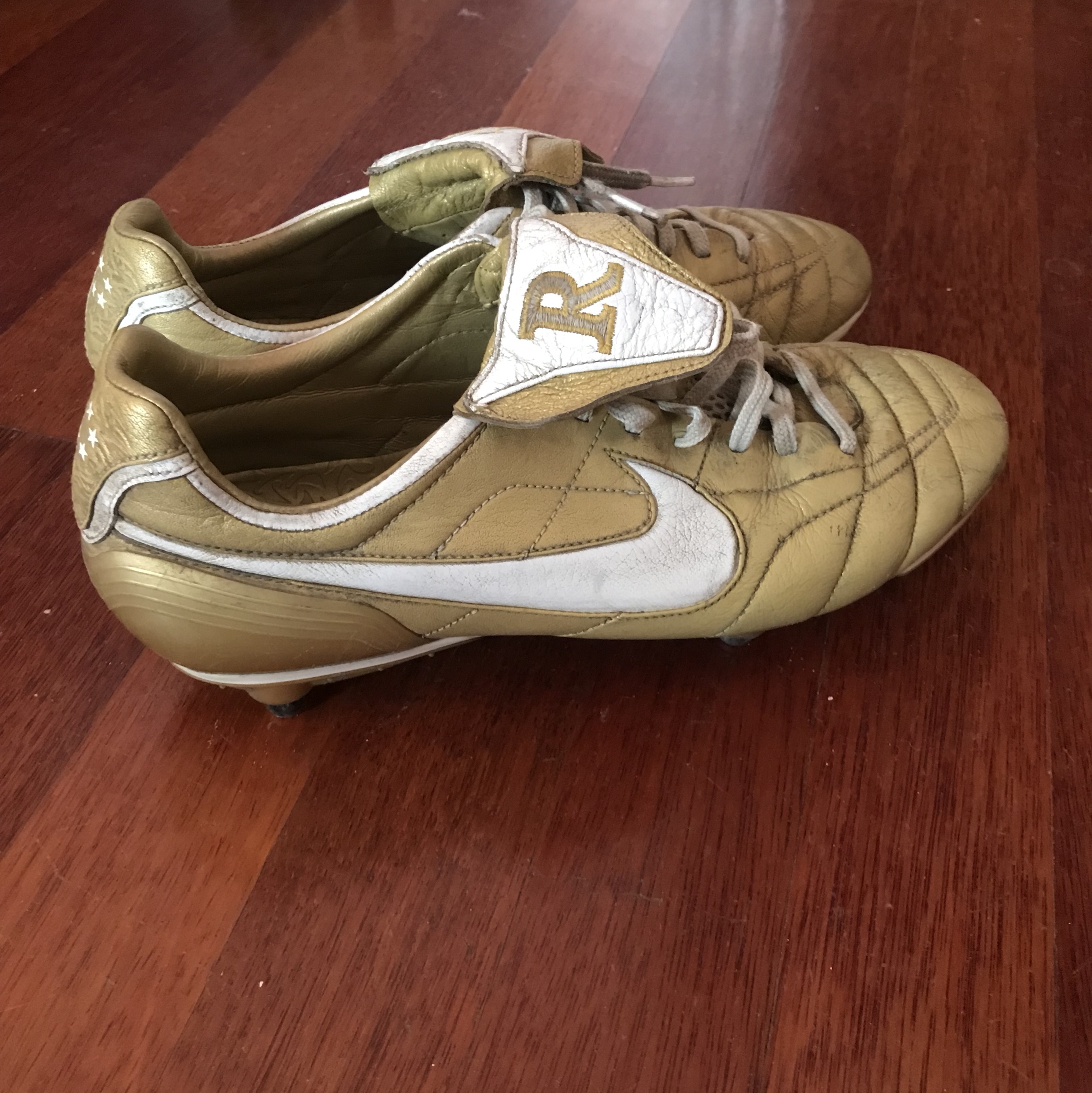 save off 72a4c 46548 Nike Air Legend Tiempo Gold R10 Boots Extremely rare... - Depop