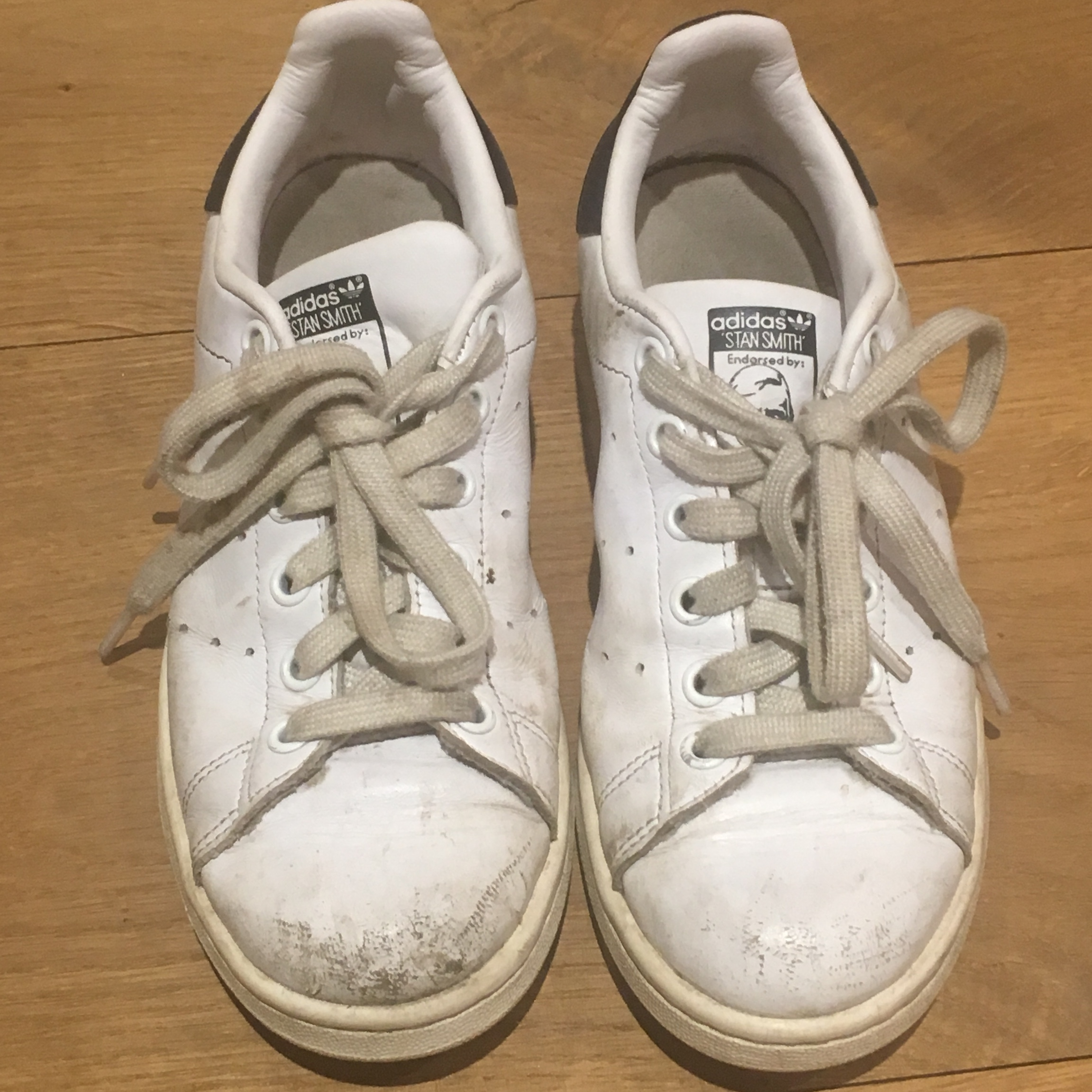 Old White Adidas Stan smiths with navy