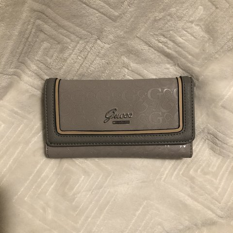 ea64bc59d5c35f Adorable Guess Wallet Has been used for a good while, I use - Depop