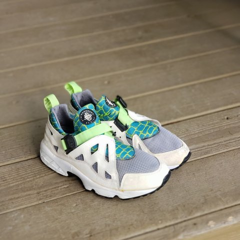 buy online 49070 9f393 Vintage Nike air huarache 1993.. they have been worn in but - Depop