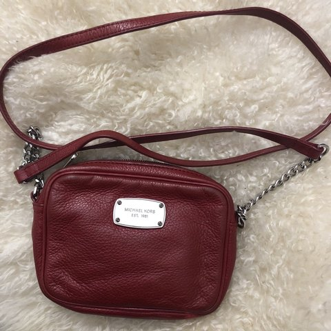56835dacef27 Michael kors red crossbody bag Silver chain and red leather - Depop
