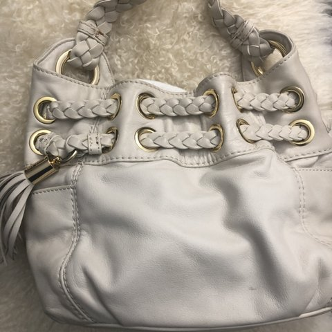 b9872a2f3f6e27 @jclay7. 4 months ago. New York, United States. Michael Kors Ivory cream  leather bucket bag