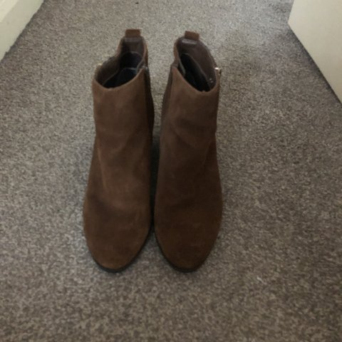 810aefe73fe0 Suede brown ankle boots. Tiny mark on heel apart from that - Depop