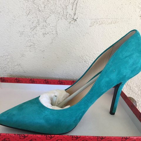 8bfca1072ae8 GUESS teal blue pointed toe heels!! Size 10M Too big for me - Depop