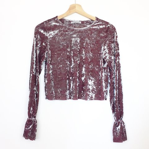 66905672985 Listed on Depop by relovedapparel