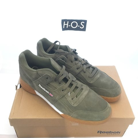 4b5d5760a4c  hos . 4 months ago. United Kingdom. Reebok Workout Plus Suede ...