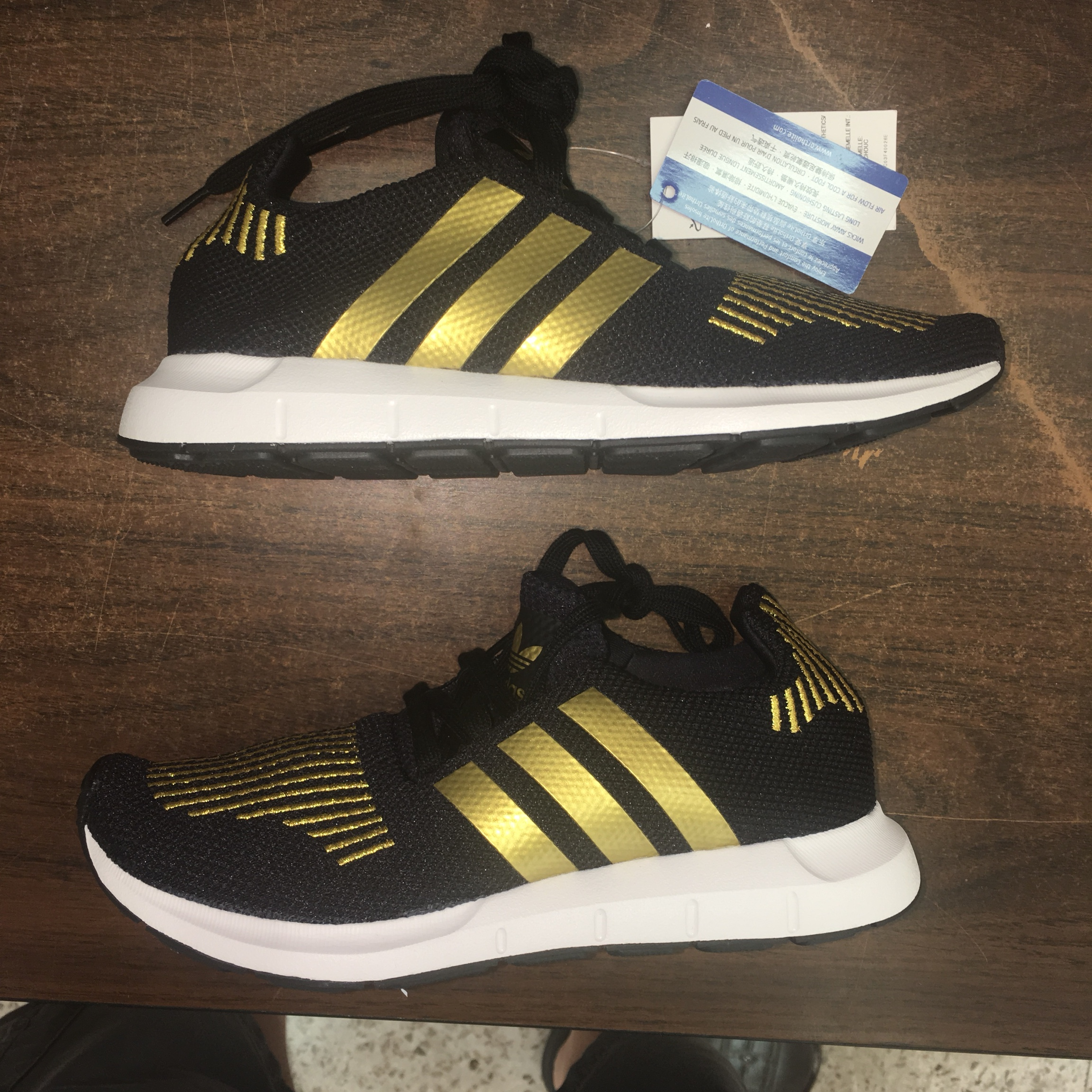 Swift Run Color: Black and Gold - Depop