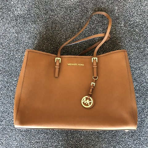 0aa111b7dcfd @livsmith123. 2 months ago. Warwick, United Kingdom. Michael Kors Jet Set  Large Tote in a gorgeous tan leather.