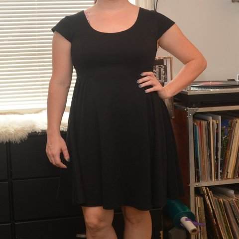 147bbe79977 Perfect LBD Old navy brand Size small p Super flattering you - Depop