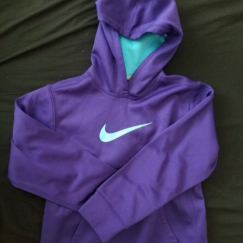 9ec251560 Purple and blue Nike thermafit hoodie in Juniors size M  ) a - Depop