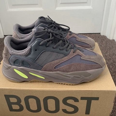 710cd19d9608b Yeezy Boost 700 Mauve UK Size 11 In really good condition - - Depop