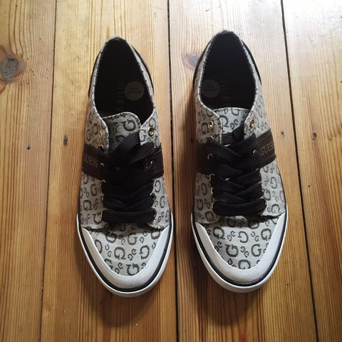 Selling this size 5 Guess converse for £20 bought for £30 - Depop 95e0c9824