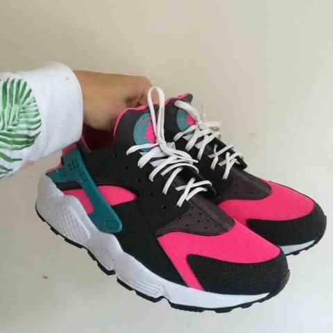 d2e096f1b9c844 £85 through paypal. Nike Air Huarache 7.5UK. Recommend a up - Depop